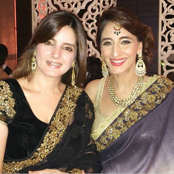 Sisters Simone and Farah Ali Khan are all decked up for the evening. (Photo: Instagram)