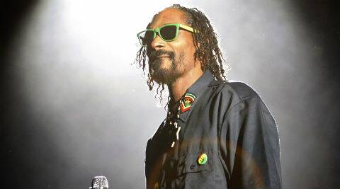 Rapper Snoop Dogg admits he smoked cannabis in the bathroom of the White House after tricking security guards.