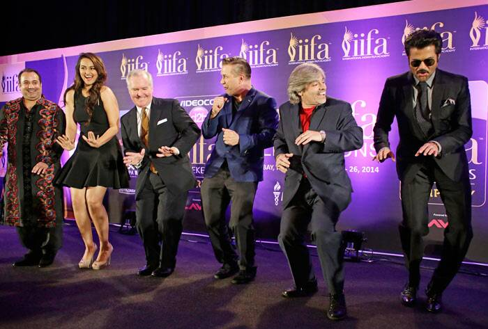 Sonakshi Sinha, musician Rahat Fateh Ali Khan, Mayor of Tampa, Bob Buckhorn, Stephen Baldwin Visit Tampa Bay President Santiago Corrada and actor Anil Kapoor bust some moves on stage to 'Do Da Tampa'. (AP Photo)
