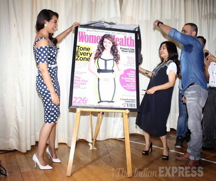 Sonakshi likes what she sees! (Photo: Varinder Chawla)