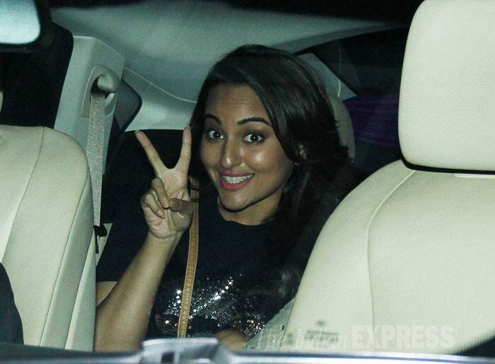 "Sonakshi is already flashing a V sign. She tweeted: ""2 states... 2 cute!! Just saw the film, wonderful performances! 2 thumbs up :)"" (Photo: Varinder Chawla)"