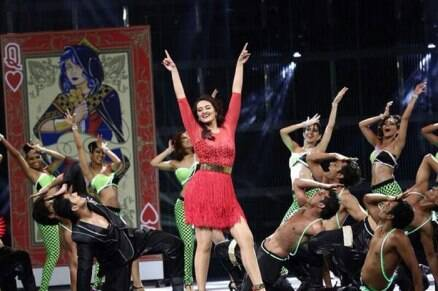 IIFA 2014: Kareena, Madhuri, Priyanka, Ranveer on green carpet