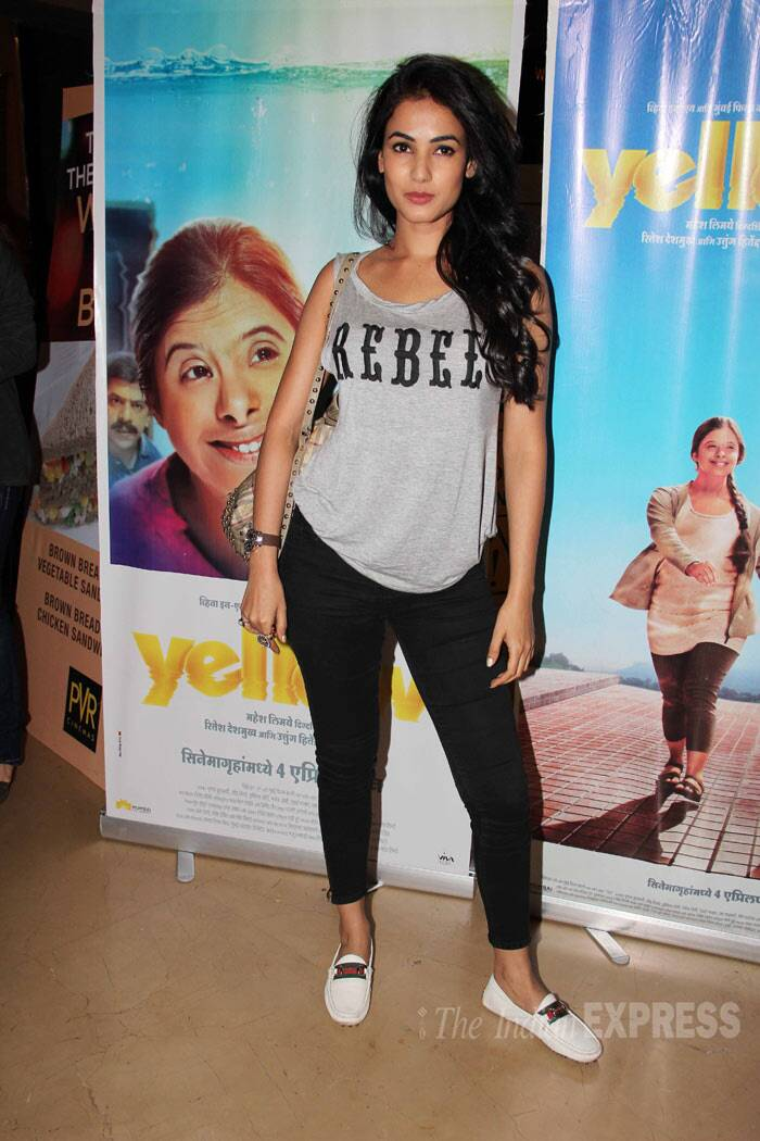 Singer and actress Sonal Chauhan was casual in a sleeveless top and cropped pants. (Photo: Varinder Chawla)