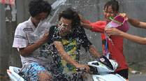 Thai people put aside political divide to celebrate Songkran festival