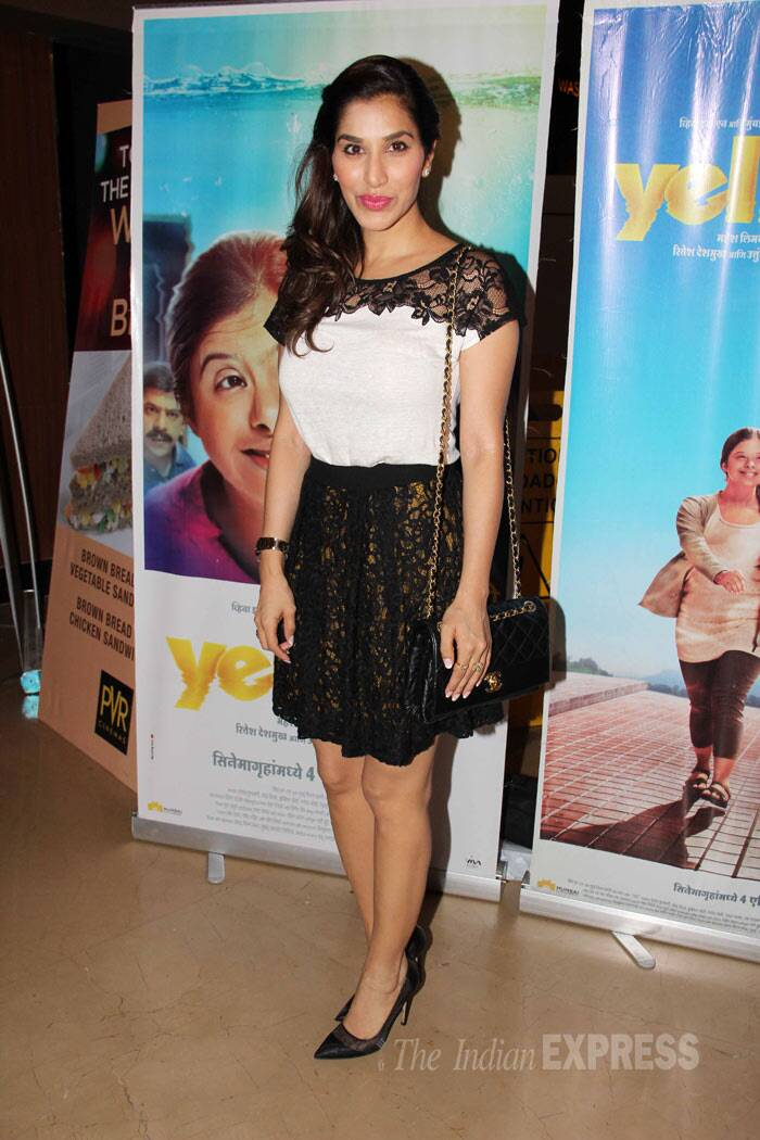 VJ turned actor Sophie Choudry was chic in a monochrome lace getup with black pumps and a matching sling bag. (Photo: Varinder Chawla)