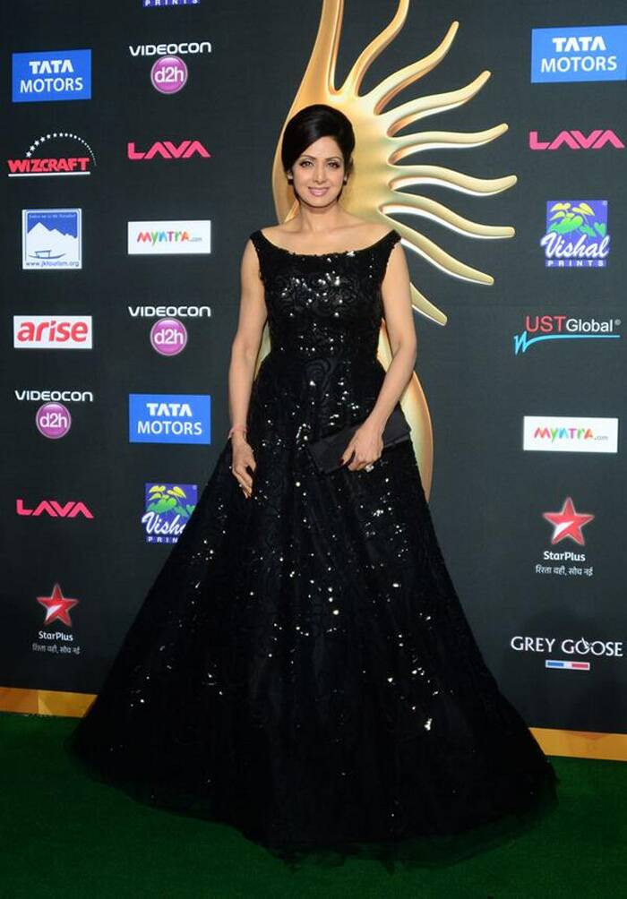 Bollywood actress Sridevi was shimmering on the green carpet of IIFA awards 2014 that were held at Tampa Bay, Florida recently.<br /> The 'English Vinglish' actress wowed her fans in an Oscar De La Renta gown. She finished her look with minimal make-up and jewellery. We like! (Photo: Twitter)