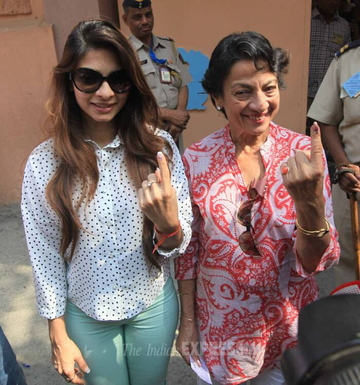 'Bigg Boss 7' runner-up Tanishaa Mukherji came with her mother Tanuja to cast her vote. (IE Photo  Vasant Prabhu)
