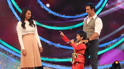 PHOTOS: 'Holiday' couple Sonakshi Sinha, Akshay Kumar shake a leg with tiny tots