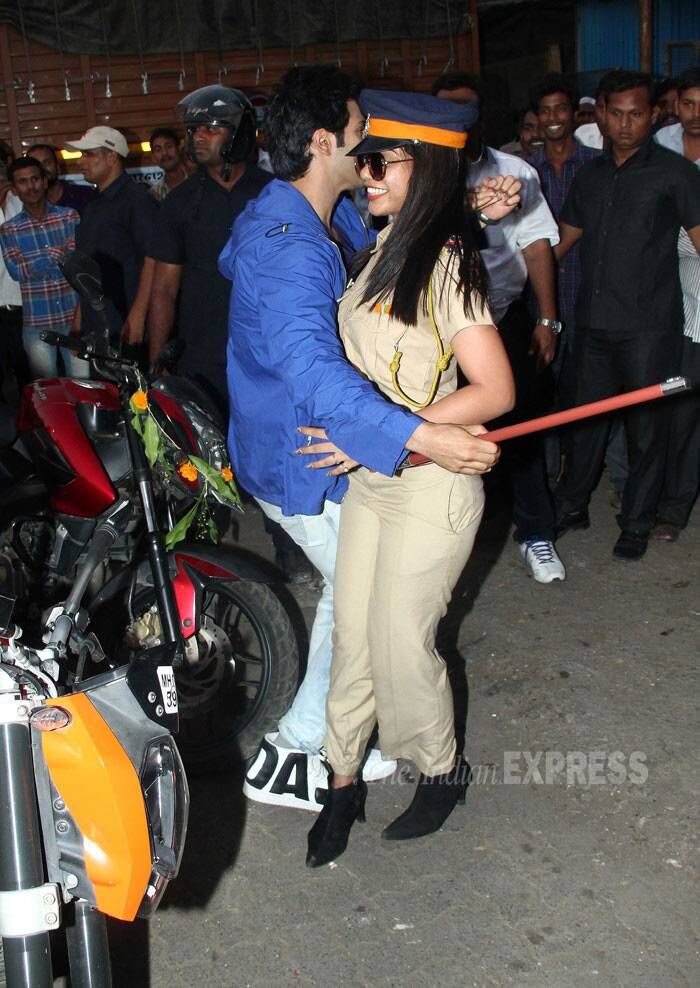 Looks like the policewoman is finally charmed by Varun Dhawan as she shakes a leg with him. (Photo: Varinder Chawla)