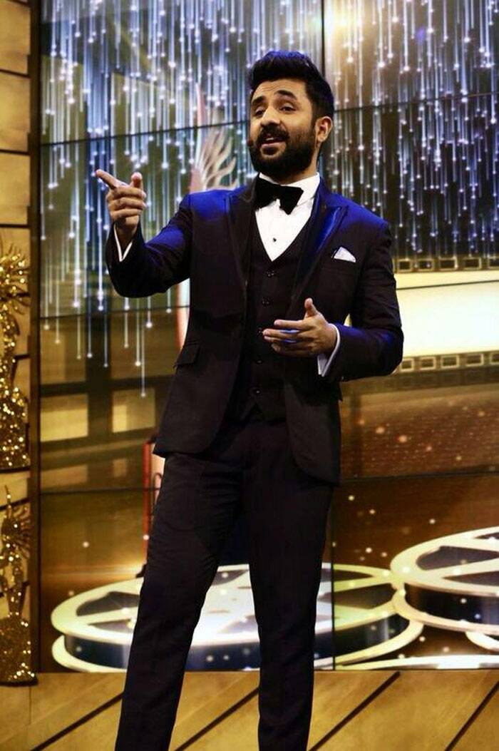 Vir Das was handsome in a tuxedo. (Twitter)
