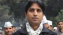 FIR against Kumar Vishwas for staging dharna inside police station