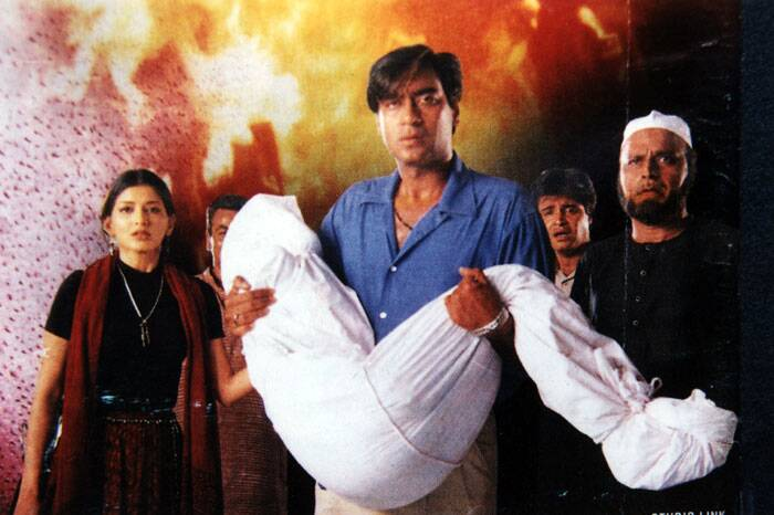 <b>Zakhm (1998)</b>: Ajay Devgn, who was always seen as an action star, surprised one and all with his sensitive portrayal in the Mahesh Bhatt film. Ajay Devgn played the role of a man affected by communal conflict in his and his mother's life. Thr actor bagged National Award for best actor in the year 1999 for his outstanding performance.