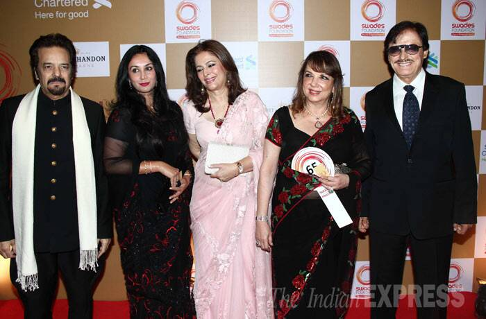 Sussanne Roshan's parents – Sanjay and Zarine Khan pose for a group picture along with Sanjay's brother Akbar Khan and family. (Photo: Varinder Chawla)
