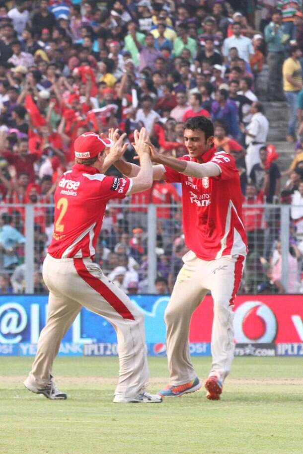 IPL 7: Knights cruise into finals