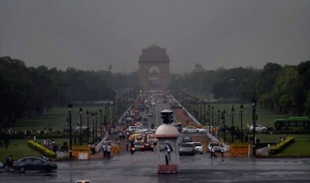 Delhi gets light shower