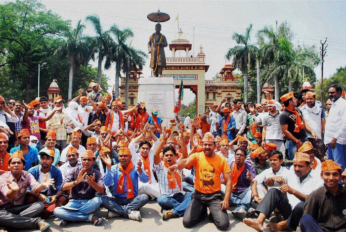 BJP activists stage dharna at Lanka gate, Banaras Hindu University in Varanasi against Election Commission on Thursday. (PTI)