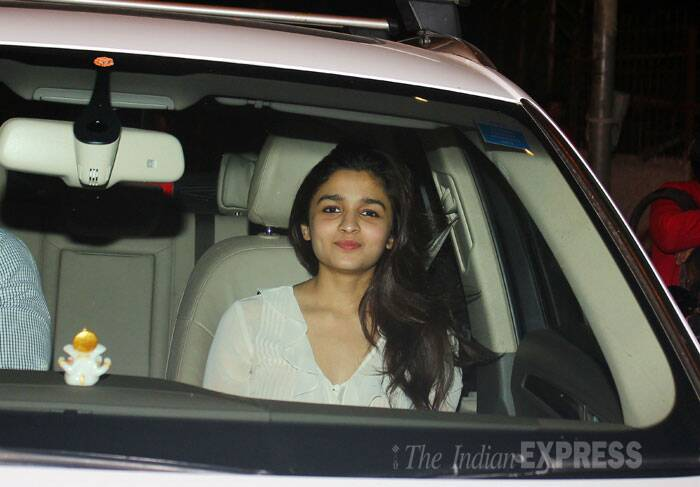 'Highway' actress Alia Bhatt smiles sweetly as she's snapped in suburban Bandra. (Source: Varinder Chawla)