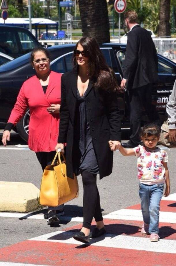 Aishwarya Rai, daughter Aaradhya Bachchan at Nice airport
