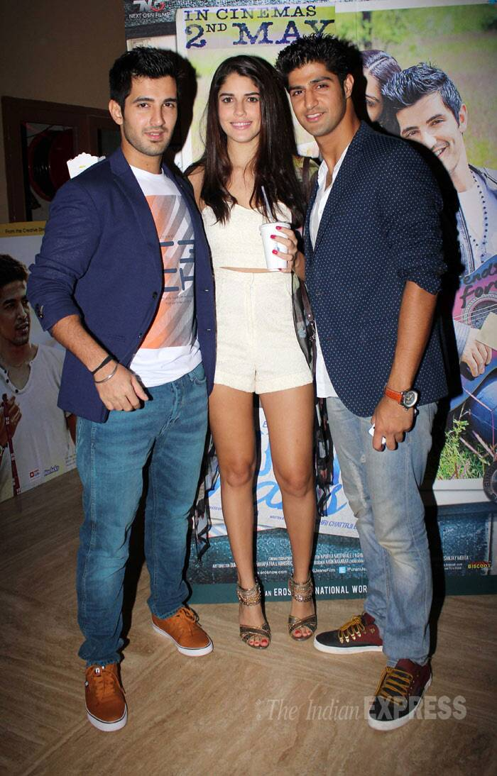 Purani Jeans' lead actors Aditya Seal, Izabelle Leite and Tanuj Virwani pose for a group picture at the venue. (Photo: Varinder Chawla)