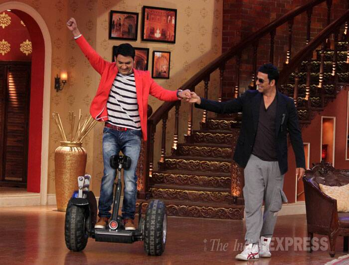 He next helps Kapil Sharma with an equally exciting entry. (Source: Varinder Chawla)