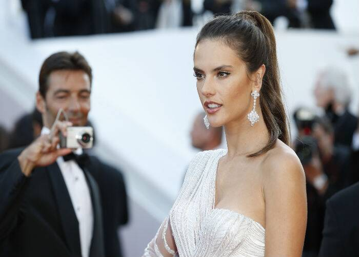 Victoria's Secret angel, Alessandra Ambrosio in a stunning one-shoulder Atelier Versace gown and Chopard diamond earrings. (Source: AP)