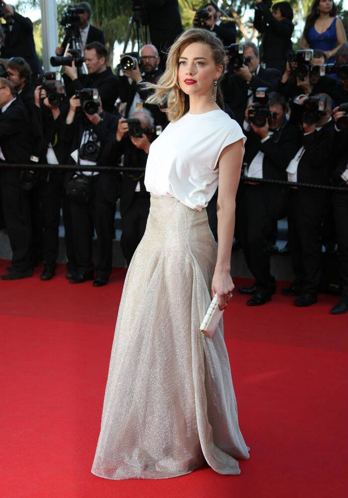 Johnny Depp's wife-to-be Amber Heard was elegant and beautiful in a white blouse with a gold maxi-length skirt by Vionnet as she graced the carpet for the screening of 'Two Days, One Night'. Amber accessorized her outfit with gorgeous jewellery by de Grisogono, and a white Zagliani 'Faye' clutch. (Source: AP)