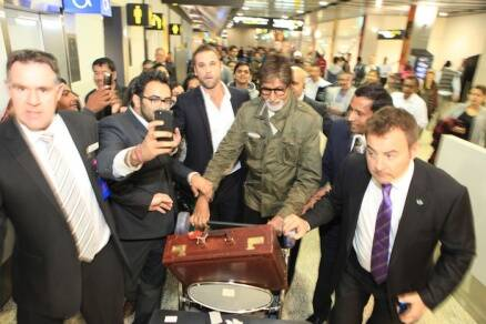 Big B, Rakeysh Omprakash Mehra land in Melbourne for IFFM