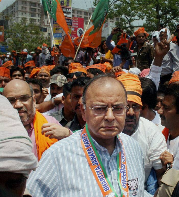 BJP leaders  Arun Jaitley and Amit Shah during BJP's protest against Election Commission in Varanasi on Thursday. (PTI)