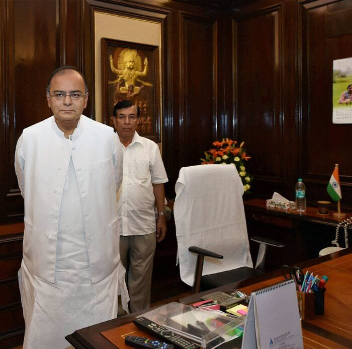Arun Jaitley takes charge as Finance Minister at his office in New Delhi. (Source: PTI)