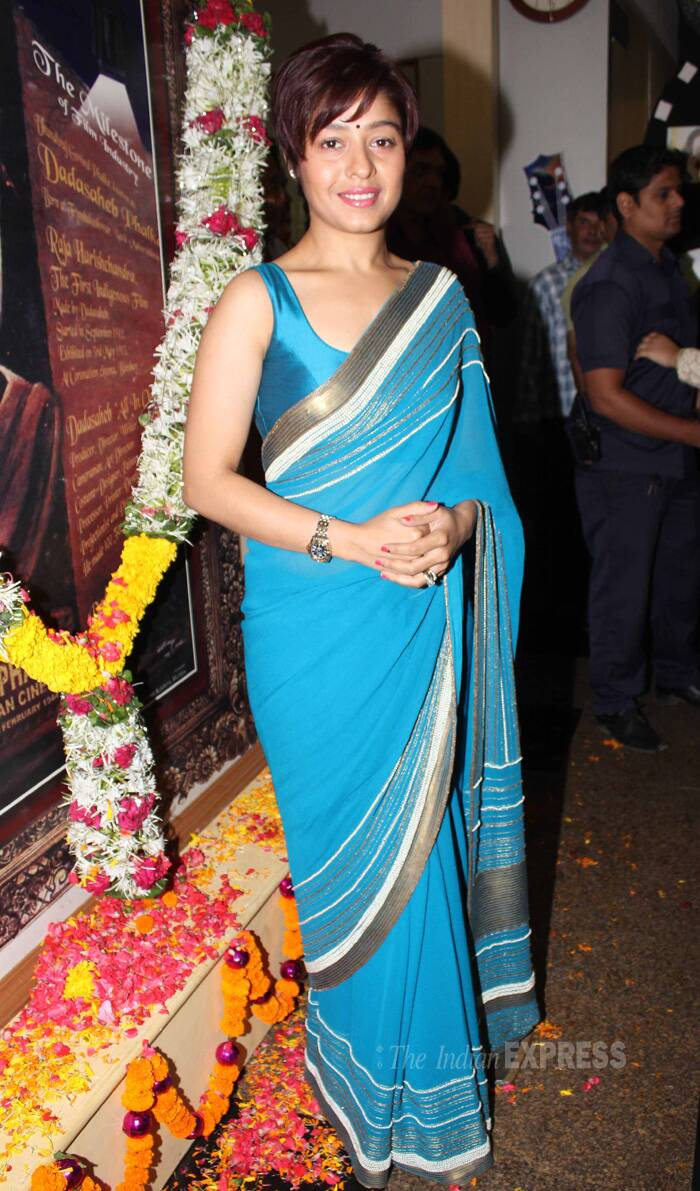 Sunidhi was pretty in a blue sari with a metallic border. (IE Photo: Amit Chakravarty)