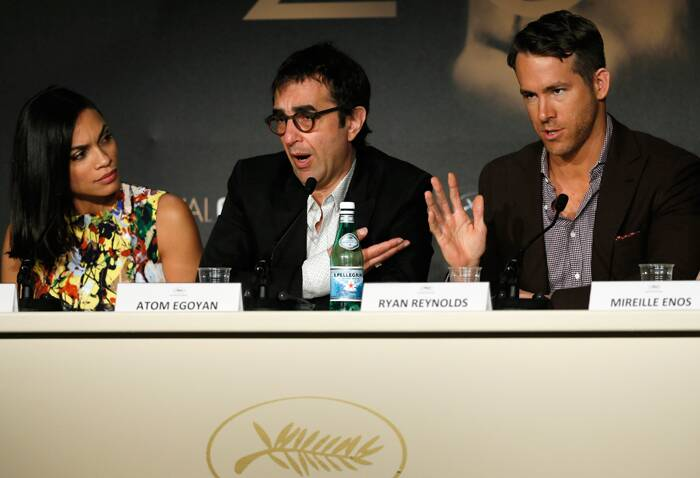 'Captives' is a Canadian thriller about a father desperately trying to track down his kidnapped daughter. <br /><br /> Seen here, Rosario Dawson, Atom Egoyan and Ryan Reynolds attend a press meet in Cannes. (Source: AP)