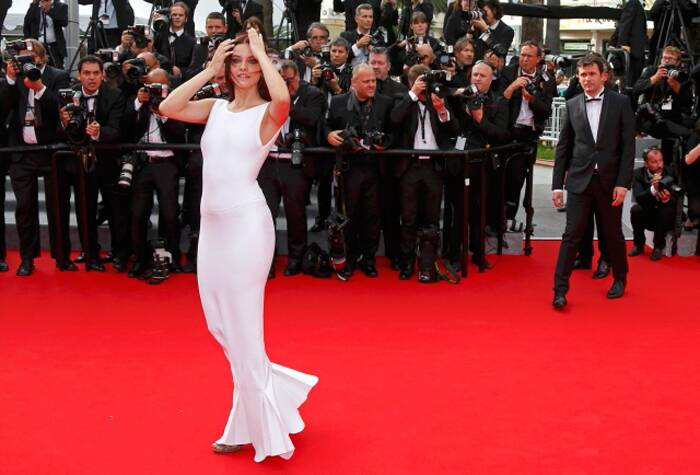Hungarian fashion model and actress Barbara Palvin, who is Justin Beiber's rumoured ex-flame, cut a beautiful picture in a plain white gown that contrasted beautifully with the red carpet. (Source: Reuters)