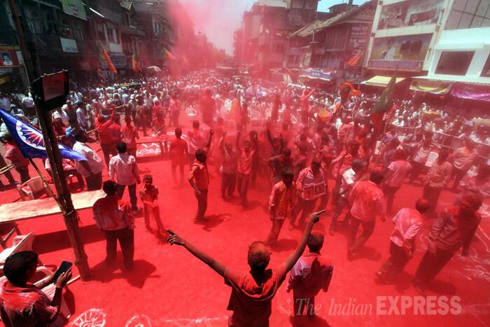 BJP party workers celebrate BJP's historic win in the Lok Sabha Polls. (Source: Express Photo by Sandeep Daundkar)