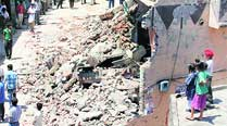 MC pulls down 2 structures on Jagirpurroad