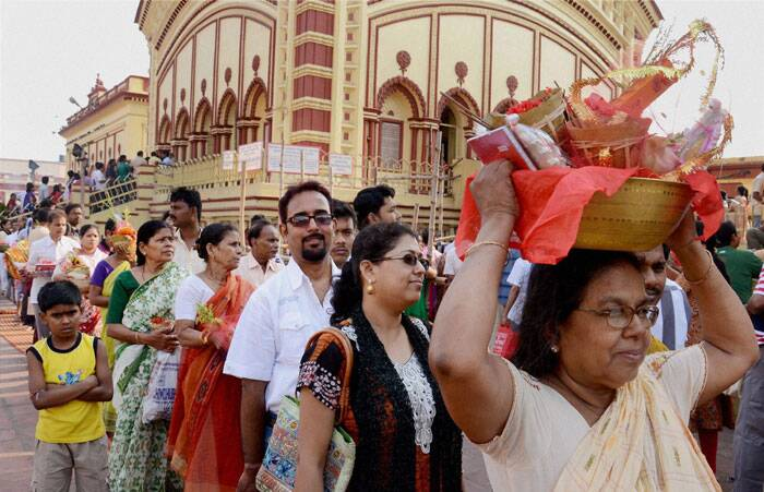 Devotees standing in queues to visit Dakshineswar temple on the occasion of Akshaya Tritiya festival in Kolkata Friday. (PTI)