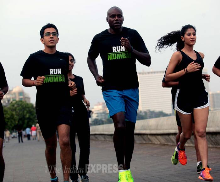 Carl Lewis runs along with other participants. (Source: Express photo by Kevin Dsouza)