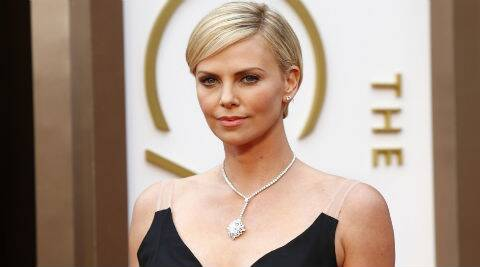 Charlize Theron is dating actor-director Sean Penn. (Source: Reuters)