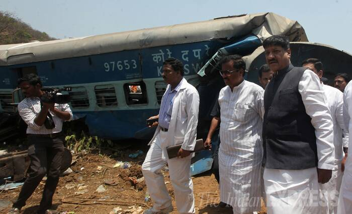 Prithviraj Chavan inspects train derailment site