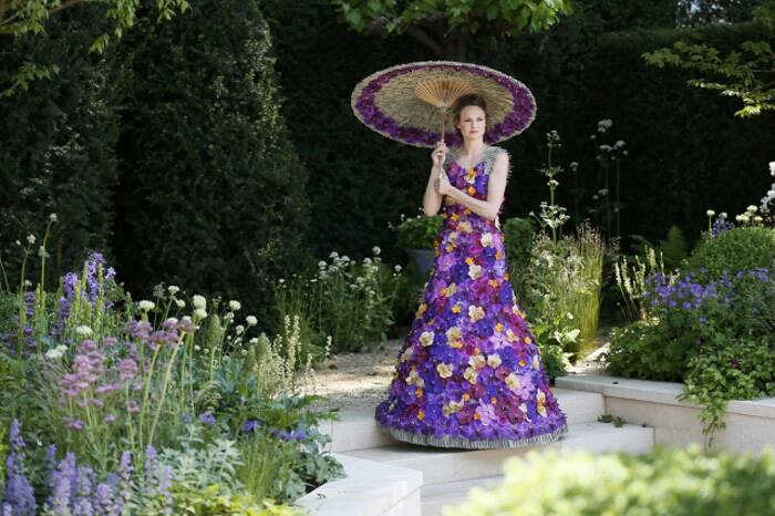 A model wearing a dress made of 1000 Orchida Vanda petals, designed by Judith Blacklock, poses for photogrSource: APhers in the M & A Garden at the Chelsea Flower Show. (Source: Reuters)