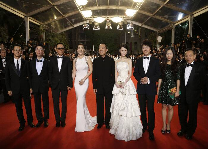 Chinese drama film, 'Coming Home' (Gu Lai) was also premiered at the 67th Cannes Film Festival. Producer Zhang Zhao, Chen Daoming , Gong Li, director Zhang Yimou and Zhang Huiwen get together for the photogs on the red carpet prior to their film screening. (Source: AP)