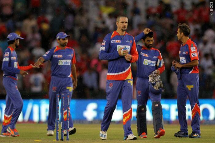 The look on Delhi's captain Kevin Pietersen and other players faces describes their campaign in this year's IPL. Delhi failed to win a single match in India and finished with just two win to their name. (Source: BCCI/IPL)