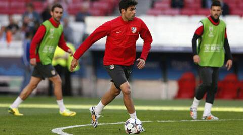 Costa (C) has been hobbled for weeks by a right thigh muscle problem, but coach Vicente del Bosque is prepared to gamble that the Atletico Madrid forward will be fit to lead the defending champion's attack. (Source: Reuters)