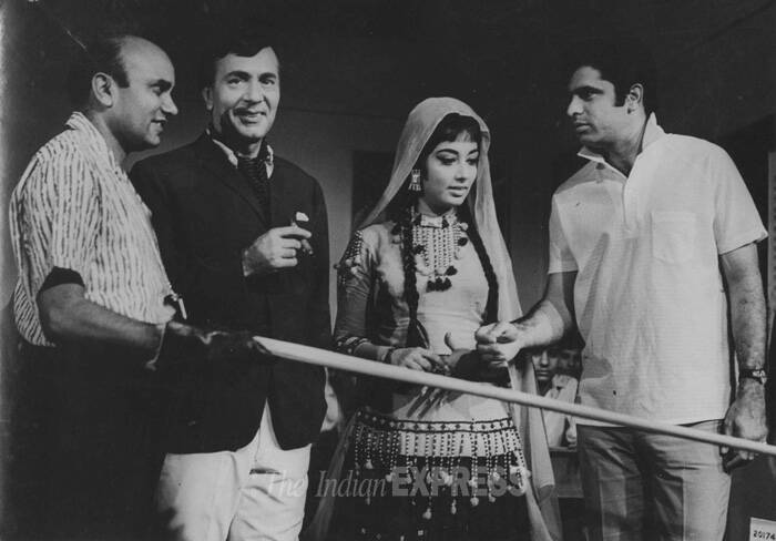 <b>Ek Phool Do Mali (1969)</b>: The 1969 Bollywood film directed by Devendra Goel was at the third top spot at the box office in 1969. For his portrayal the humble widower, Balraj Sahni earned a Filmfare nomination as Best Supporting Actor.<br />Producer Director Devendra Goel, Balraj Sahni, Sadhana and Sanjay Khan on the set of Ek Phool Do Mali. (Express archive photo)