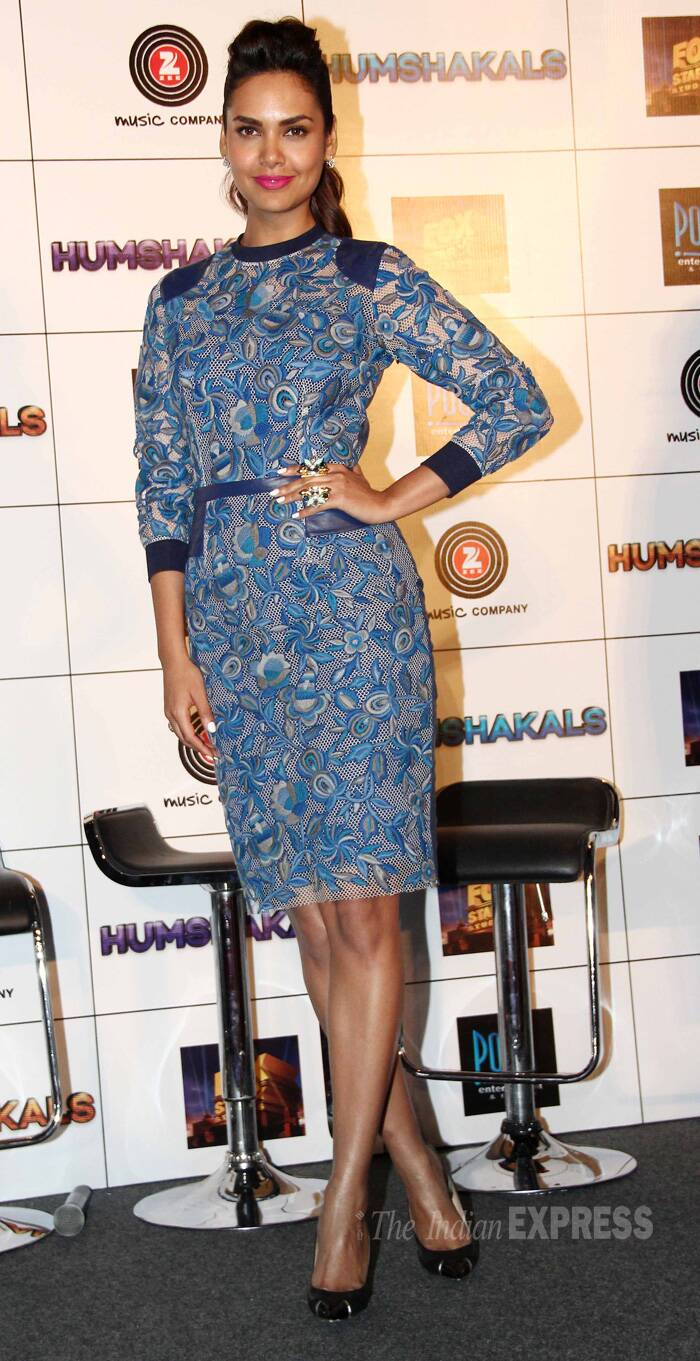 Actress Esha Gupta was chic in a blue Hemant & Nandita printed dress with Louboutins and bright pink lip-colour. (Source: Varinder Chawla)