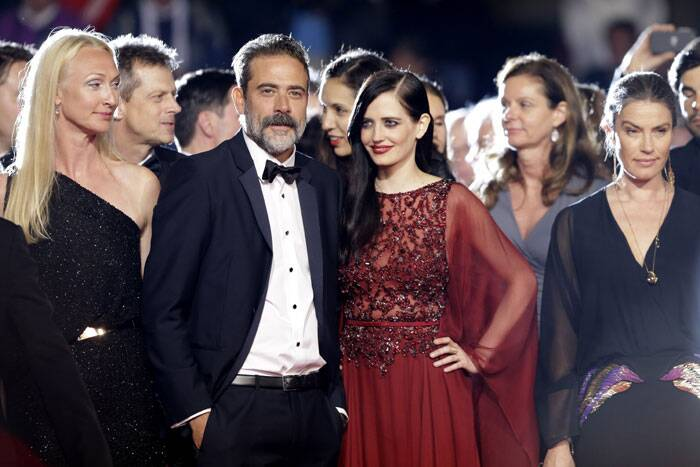 Actor Jeffrey Dean Morgan, third from left, and actress Eva Green, third from right, pose for photographers as they arrive for the screening of The Salvation at the 67th international film festival, Cannes. (Source: AP)