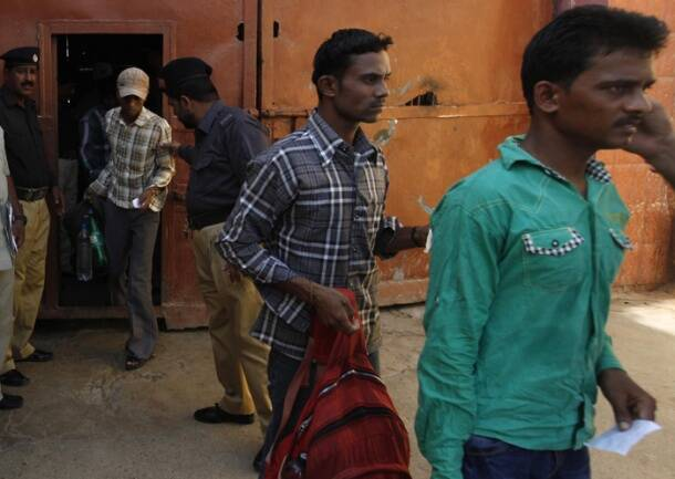 Pak frees 151 Indian fishermen ahead of Sharif's Delhi visit