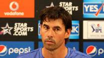 Dhoni is under pressure, but still the best option, says Stephen Fleming