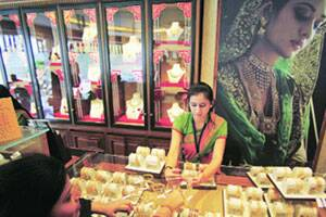 Akshaya Tritiya, wedding bells trigger bout of yellow fever
