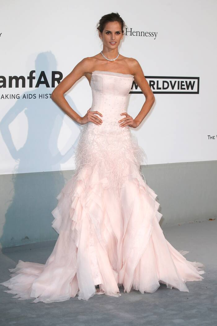 Model Izabel Goulart wore a pale pink featured and layered Emilio Pucci down. (Source: Reuters)