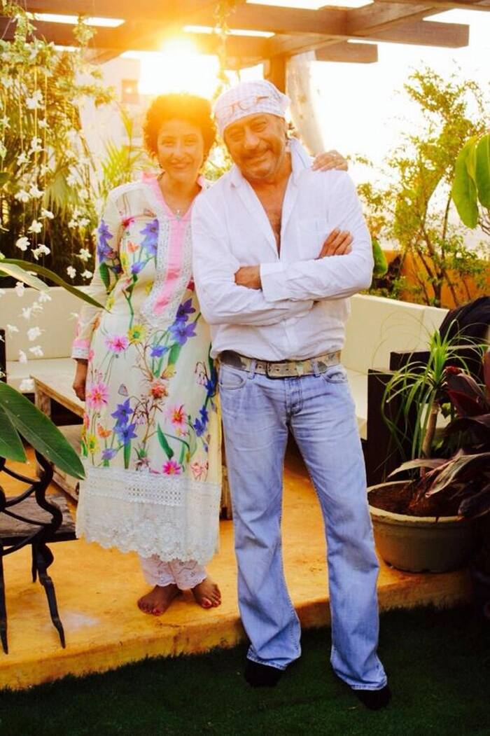 Manisha Koirala was dressed in a long cream kurta with colourful flower detailing, which she teamed with palazzo pants.<br />Seen here striking a pose with her former co-star Jackie Shroff who was dressed casually in jeans and shirt with a bandana. (Photo: Twitter)